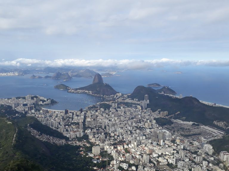 What does 'the asphalt' mean for getting around Rio?